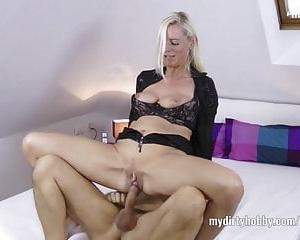 Conny Dachs fickt im Porno Deutsch abtrünnige Hausfrau